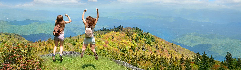 happy-girls-jumping